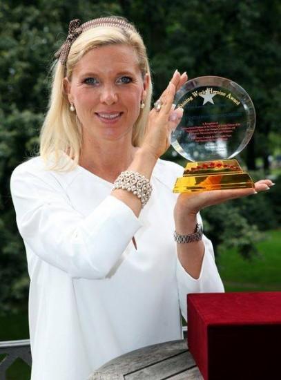 Maja v.Hohenzollern erhält World Shining Heroine Award für ihr Tierschutzengagement