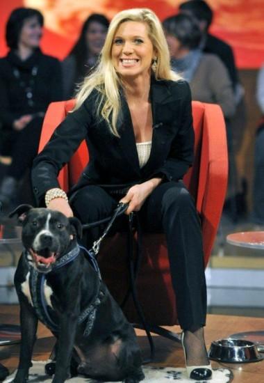 Maja v.Hohenzollern mit Hund Zorro, den sie rettete und dem man den Penis abgeschnitten hatte