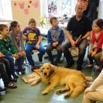 Grundschulen in Österreich und Deutschland setzen vermehrt auf Hunde