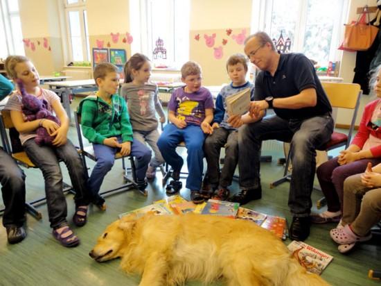 Hund Volksschule Leoben-Seegraben