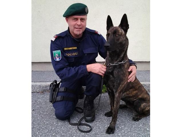 Diensthundeführer Horst Klug mit Diensthund Zorro