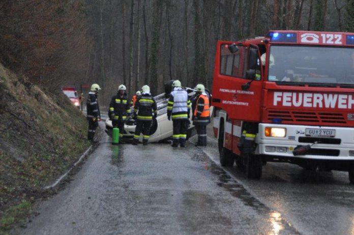 Unfall Auto - Fahrer mit Hund, Foto: Freiwillige Feuerwehr Deutschfeistritz