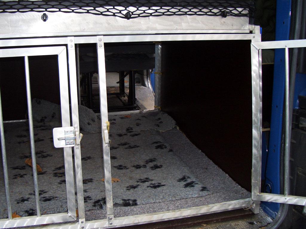 autofahren mit hunden ratgeber und tipps von planet hund. Black Bedroom Furniture Sets. Home Design Ideas