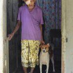 Lotterie-Onkel mit seinem Hund Sidney