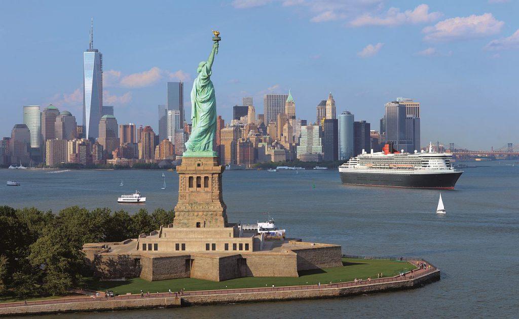 Kreuzfahrtschiff Queen Mary 2 vor New York