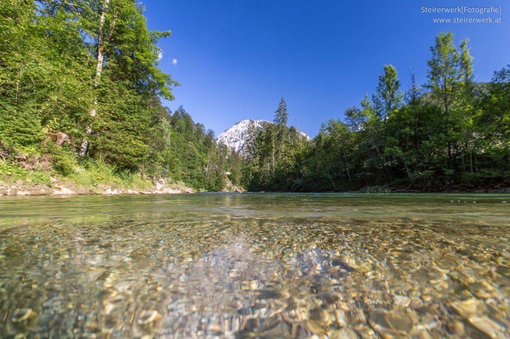 Kristallklarer Fluss