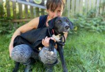 Hund Maxi mit Tierpflegerin